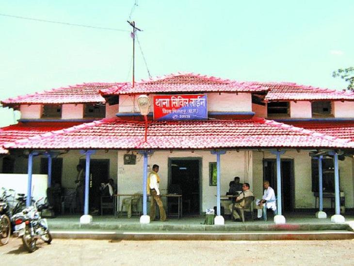 शहर के बीच स्थित इमारत की पांचवी मंजिल से लगाई छलांग; मानसिक रूप से परेशान था युवक, मेंटल हास्पिटल में चल रहा था इलाज बिलासपुर,Bilaspur - Dainik Bhaskar