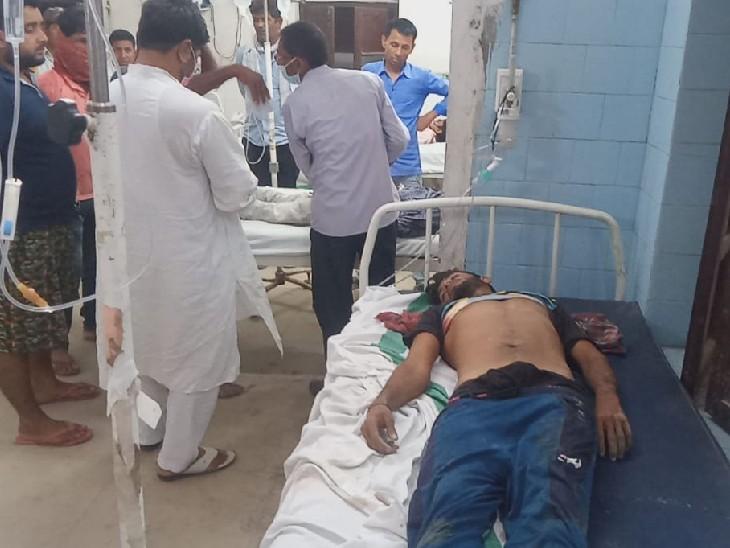 अस्पताल में इलाजरत घायल। - Dainik Bhaskar