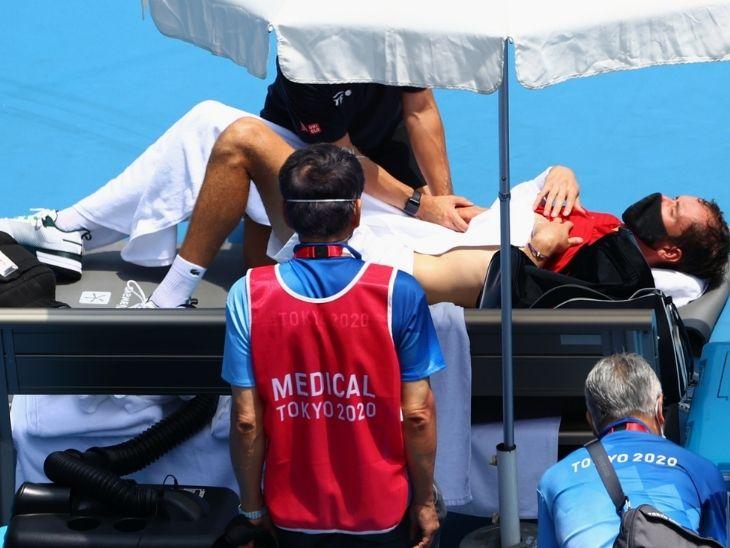 रूस के मेदवेदेव ने अंपायर से पूछा-अगर मैं मर गया तो जिम्मेदार कौन होगा, स्पेन की खिलाड़ी व्हील चेयर पर बाहर गईं|टोक्यो ओलिंपिक,Tokyo Olympics - Dainik Bhaskar