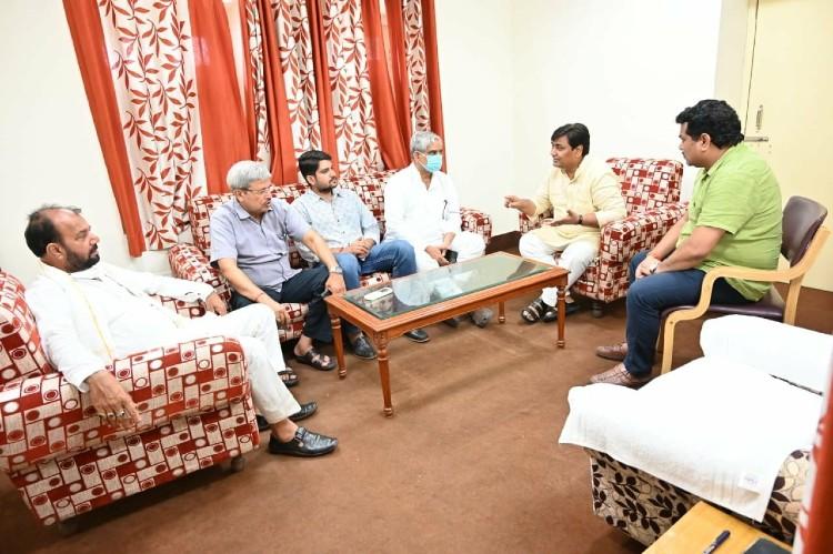 पायलट गुट के विधायक मुकेश भाकर, गावड़िया बोले- डोटासरा ने आरएसएस से मुकाबला किया, शिक्षा का भगवाकरण रोका इसलिए उन्हें टारगेट किया जा रहा है|जयपुर,Jaipur - Dainik Bhaskar