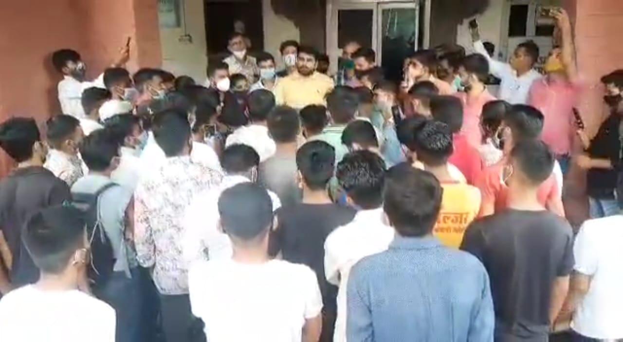 आरोप- 27 हजार स्टूडेंट्स से बिना परीक्षा वसूला परीक्षा शुल्क, अब फीस बढ़ाने की तैयारी; रोष में छात्र जोधपुर,Jodhpur - Dainik Bhaskar