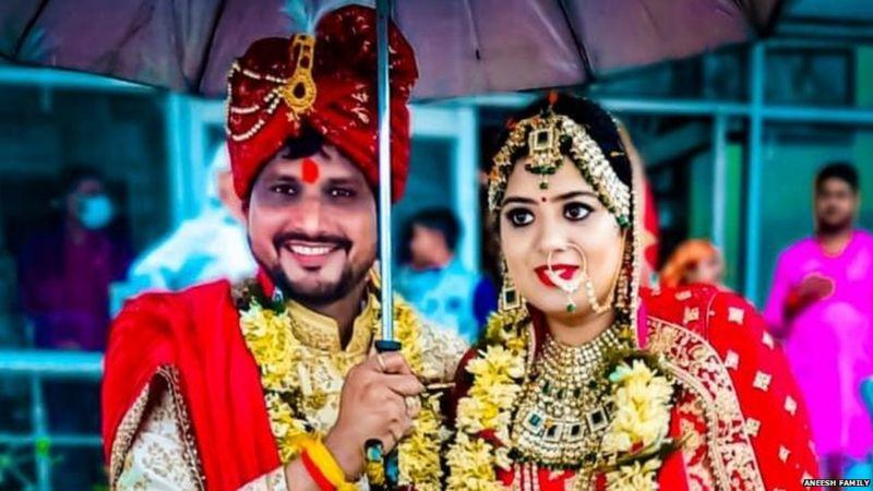 24 जुलाई को गोपालपुर में एक दुकान के बाहर अनीश चौधरी की हत्या कर दी थी। हमले में चाचा देवी दयाल भी घायल हो गए थे। - Dainik Bhaskar