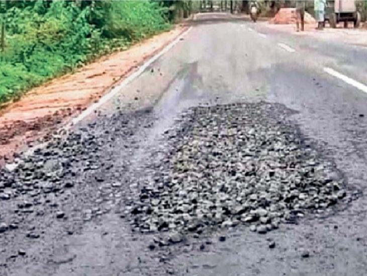 5 साल की गारंटी थी, 10 साल में 14.5 करोड़ खर्च कर बनी 8 किमी लंबी सड़क; मरवाही उपचुनाव से पहले मुख्यमंत्री ने किया था शिलान्यास छत्तीसगढ़,Chhattisgarh - Dainik Bhaskar