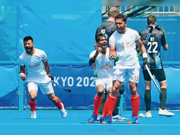 इंडिया की जीत के लिए रातभर वाहेगुरु से अरदास करते रहे हरमन के पिता और भाई|अमृतसर,Amritsar - Dainik Bhaskar