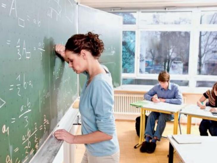 अब ग्रेडिंग शिक्षकों के हाथ में; अमीर माता-पिता अच्छे नंबर के लिए दबाव डाल रहे, केस की धमकी दे रहे|विदेश,International - Dainik Bhaskar