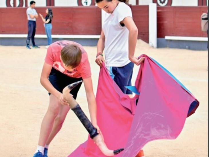 यहां 62 स्कूलों में बुलफाइटर्स तैयार होते हैं, 8 की उम्र में दाखिला मिलता है और 14 में पहली बार सांड से सामना|विदेश,International - Dainik Bhaskar