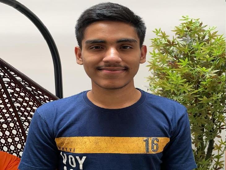 हितेश्वर आगे DU में एडमिशन लेंगे और पॉलिटिकल साइंस की पढ़ाई के साथ-साथ UPSC की तैयारी भी अभी से शुरू करेंगे ताकि वह आगे जाकर देश सेवा कर सकें। - Dainik Bhaskar
