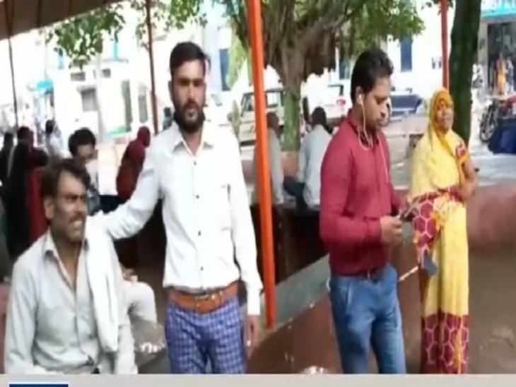 उधार पैसे मांगकर बीमार पत्नी का इलाज कराने ले जा रहे थे जिला अस्पताल; पीछे से तेज रफ्तार ट्रक ने मार दी टक्कर|गुना,Guna - Dainik Bhaskar