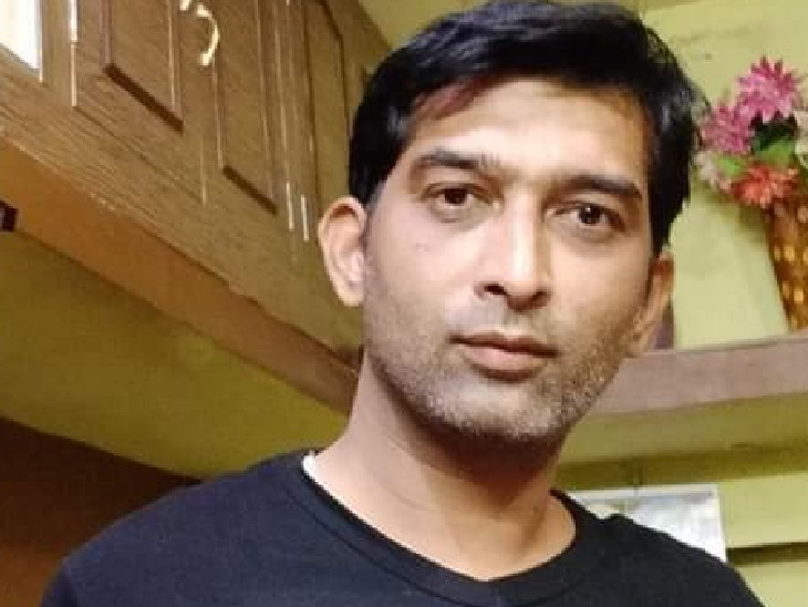 हत्या कर फरार हुए आरोपी पिता-पुत्र को पुलिस ने गिरफ्तार किया, घर से 12 बोर की बंदूक बरामद, 3 आरोपी फरार|सागर,Sagar - Dainik Bhaskar