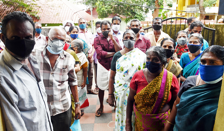 चिंता की बात यह है कि केरल की आबादी में बुजुर्ग बड़ी संख्या में हैं। कई लोग डायबिटीज और दूसरी बीमारियों से पीड़ित हैं।
