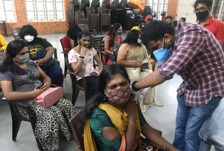 केरल में 35% आबादी को कोरोना वैक्सीन का पहला और 16% को दोनों डोज लग चुके हैं।