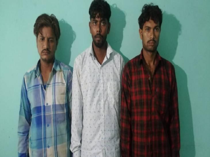 यूपी एसटीएफ ने 12 कुंतल गांजा के साथ तीन तस्करों को गिरफ्तार किया है।