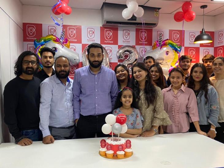 रोहित की टीम में फिलहाल 20 से 25 लोग रेगुलर बेसिस पर जुड़े हैं। जबकि कई लोग पार्ट टाइम भी उनके साथ काम करते हैं।