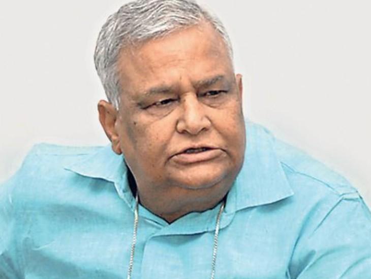 किरोड़ी ने समर्थकों के साथ दोपहर को सीएस निरंजन आर्य को ज्ञापन सौंपा और मामले की जांच एनआईए से करवाने की मांग की। - Dainik Bhaskar