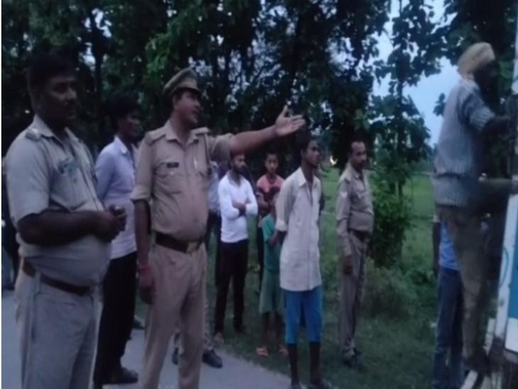 अंतिम संस्कार में शामिल होने एक बाइक पर जा रहे थे 3 लोग; दो लोगों की मौत, महिला घायल लखनऊ,Lucknow - Dainik Bhaskar
