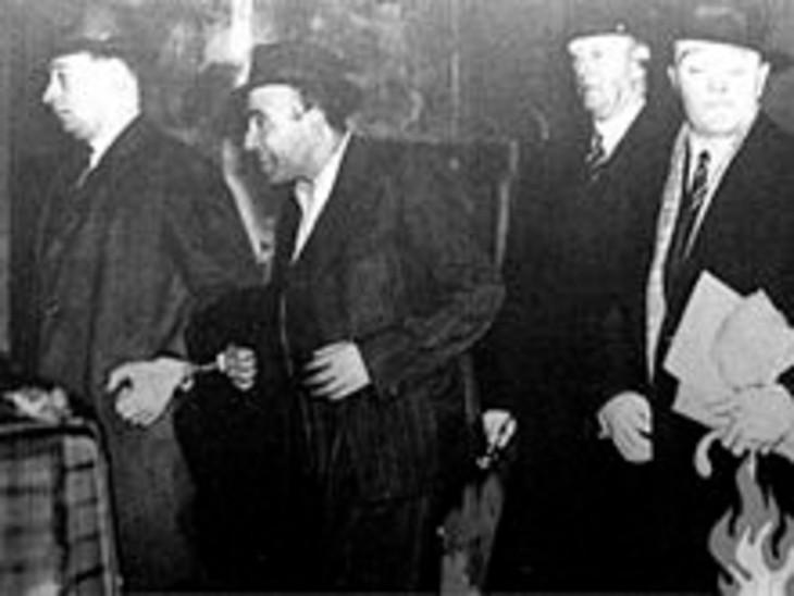 माइकल ओ' ड्वायर की हत्या के बाद उधम सिंह को गिरफ्तार कर ले जाते अधिकारी।
