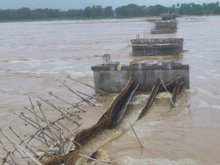 गया में 13 करोड़ की लागत से बन रहे पुल के स्लैब मामूली बाढ़ में ही नदी में गिरे; 6 सालों में 16 पिलर ही बन पाए थे|गया,Gaya - Dainik Bhaskar