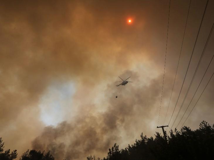 राहत और बचाव कार्य में 35 विमान, 457 वाहन और 4,000 कर्मी लगे हुए हैं। प्रशासन ने आग पर जल्द काबू पाने का दावा किया है।
