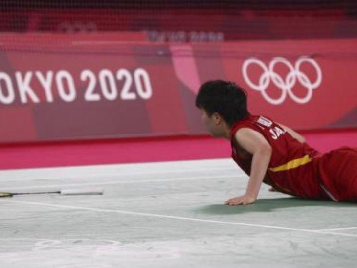 यामागूची इस मैच के दौरान रिटर्न जमाने की कोशिश में पांच बार संतुलन खोकर गिरीं।