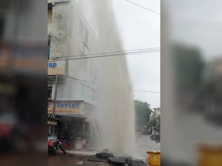 पाइप लाइन फूटी, प्रेशर इतना कि दूसरी-तीसरी मंजिल के घरों में घुस गया पानी, पत्थरों की वजह से हुई टूट-फूट भोपाल,Bhopal - Dainik Bhaskar