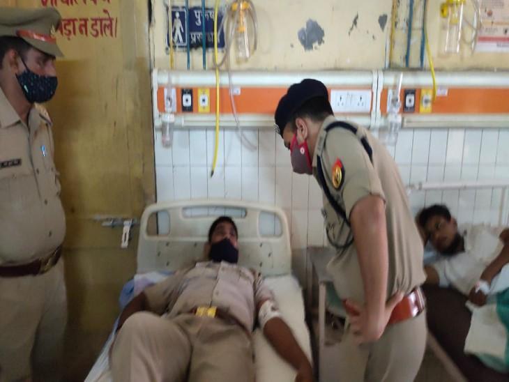 एटीएम चोरी कर पैसा निकालने वाले गैंग के 4 लोग दबोचे गए, 2 सिपाही सहित 4 को लगी गोली; 3 तमंचा सहित 26 एटीएम बरामद गोरखपुर,Gorakhpur - Dainik Bhaskar