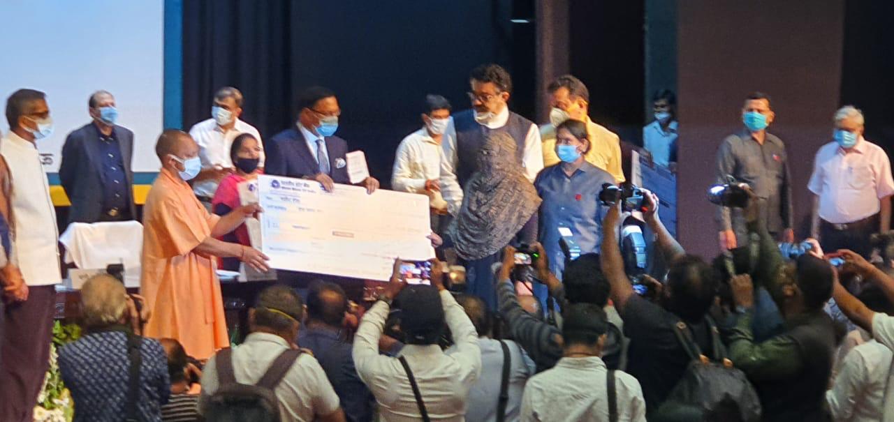 योगी सरकार ने दी 10 लाख रुपये की सहायता, सीएम ने कहा पत्रकारों के साथ खड़ी है हमारी सरकार..|लखनऊ,Lucknow - Dainik Bhaskar