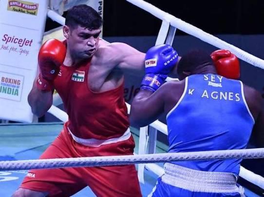 सतीश कुमार ने पहला गोल्ड मेडल 2010 में उत्तर भारत एशिया चैंपियनशिप में जीता था।