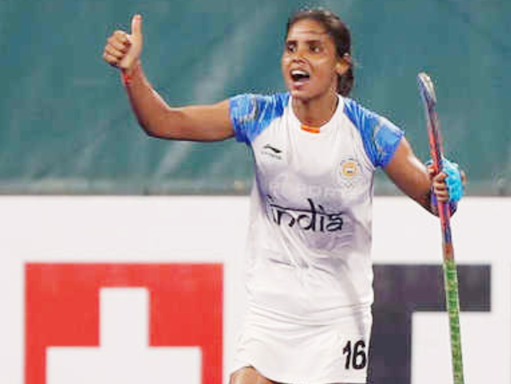 2010 இல், தேசிய மகளிர் ஹாக்கி அணியில் வந்தனா தேர்ந்தெடுக்கப்பட்டார்.