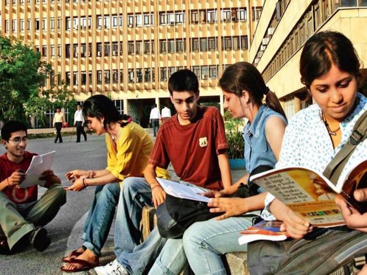 बीते एक दशक में सबसे कम हुई देश में इंजीनियरिंग सीटों की कुल संख्या, हर साल करीब 50 इंजीनियरिंग कॉलेज बंद हुए|करिअर,Career - Dainik Bhaskar