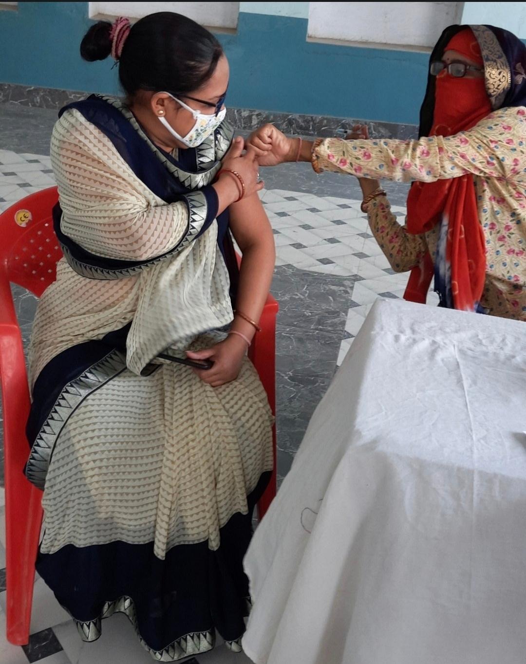 जिले को को-वैक्सीन की 13000 व कोविशिल्ड की 10000 डोज मिलीं, सोमवार को 104 केन्द्रों पर होगा टीकाकरण टोंक,Tonk - Dainik Bhaskar