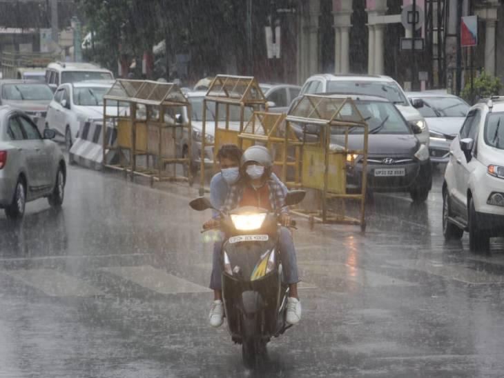 बारिश के बाद सड़कों पर लंबा जाम लग गया।