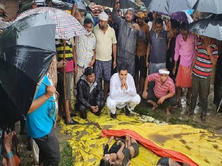 रीवा जिले में कच्चा मकान ढहने से मां-बेटे और दो पोतियों की मौत, मायके जाने के कारण बहू तो मलबे में दबी 1 बेटी जिंदा बची, कलेक्टर के जाने के बाद हुआ PM और अंतिम संस्कार|रीवा,Rewa - Dainik Bhaskar