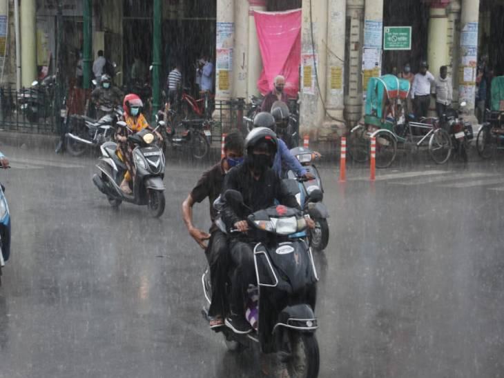 यह तस्वीर लखनऊ की है जहां रविवार को जमकर बारिश हुई।