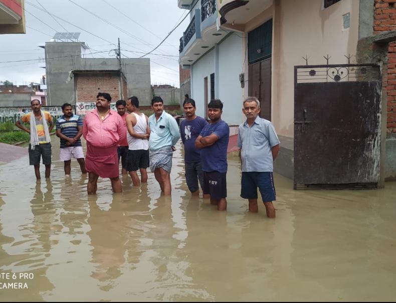 4 दिन से लगातार हो रही बारिश बनी आफत, पांडु नदी का जलस्तर बढ़ा तो शहरी क्षेत्र में घुसा पानी; प्रशासन की आंखें बंद कानपुर,Kanpur - Dainik Bhaskar