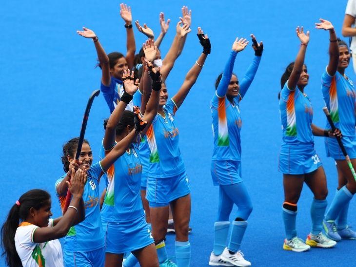 मैच में जीत हासिल करने के बाद खुशी का इजहार करतीं भारतीय खिलाड़ी।