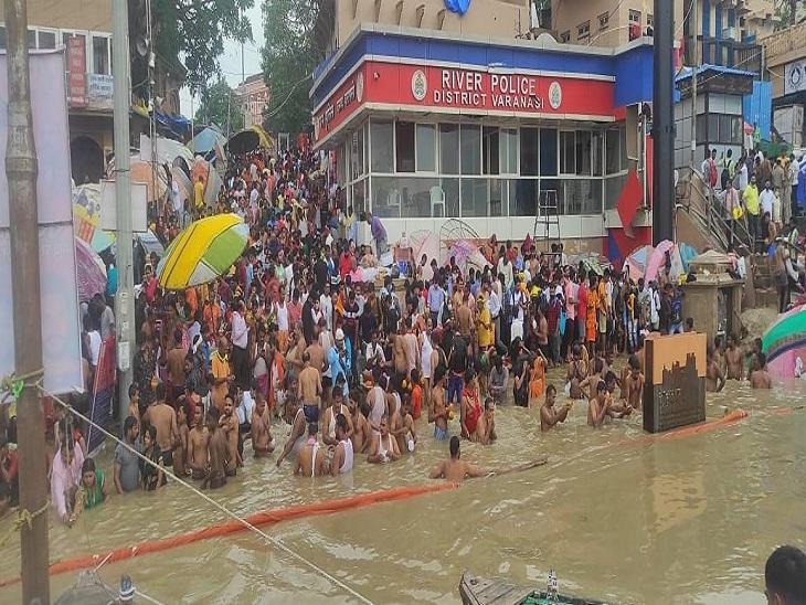 वाराणसी में गंगा के बढ़ते जलस्तर के कारण नाव चलाने पर रोक लगी, जल पुलिस करेगी निगरानी; 7 थानों की फोर्स को किया गया एलर्ट|वाराणसी,Varanasi - Dainik Bhaskar
