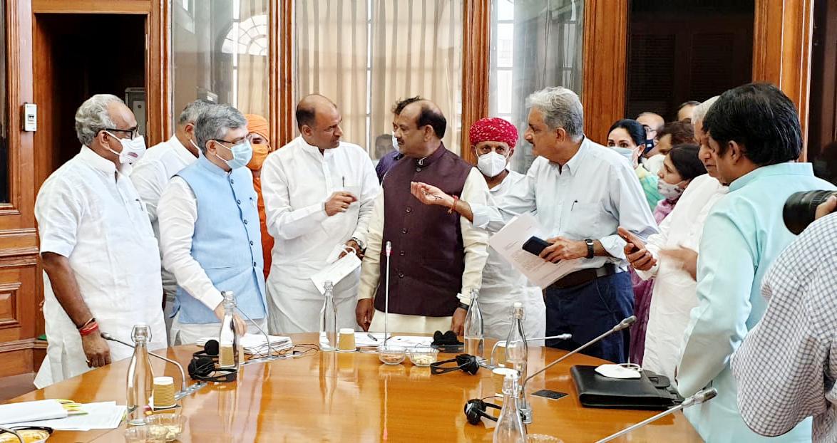 सांसद जोशी ने रेल मंत्री को संसदीय क्षेत्र के रेलवे से संबंधित जानकारी दी। - Dainik Bhaskar