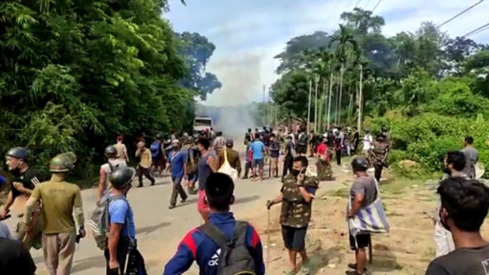 मिजोरम के कोलासिब जिले के वायरेंग्टे कस्बे में दोनों राज्यों के नागरिक और पुलिसकर्मी आमने-सामने आ गई।