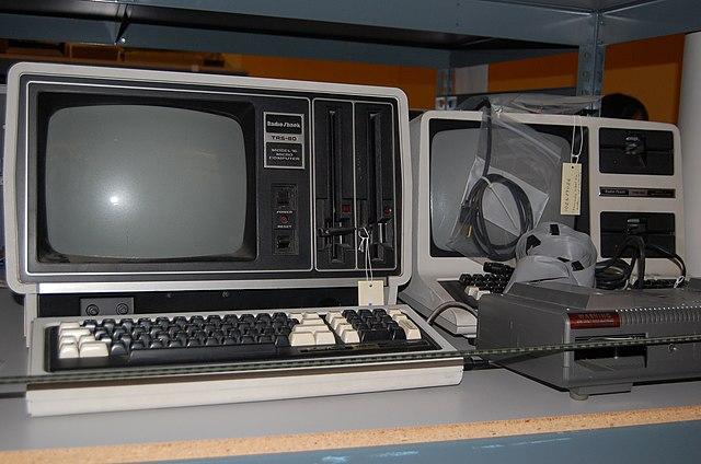 TRS-80 कुछ इस तरह दिखता था।
