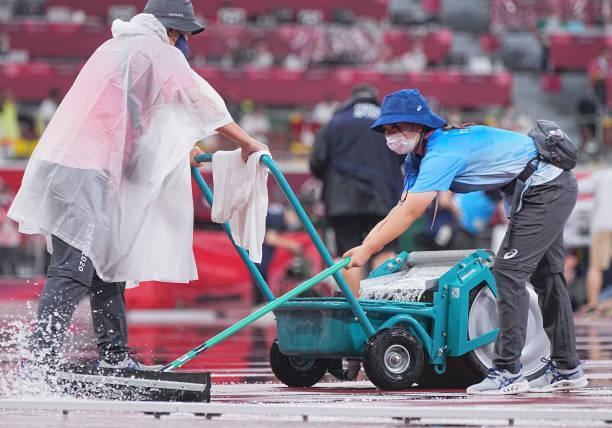 लगातार बारिश के कारण डिस्कस थ्रो के फाइनल मुकाबले को करीब 1 घंटे के लिए रोका गया।