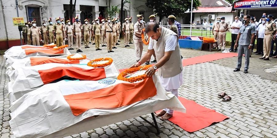 26 जुलाई को हुई हिंसक घटन में असम पुलिस के 6 जवान शहीद हो गए थे।