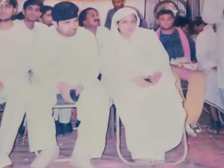 पहली पत्नी गजाला के साथ चौधरी बशीर की फोटो। यह शादी 2004 में हुई थी।