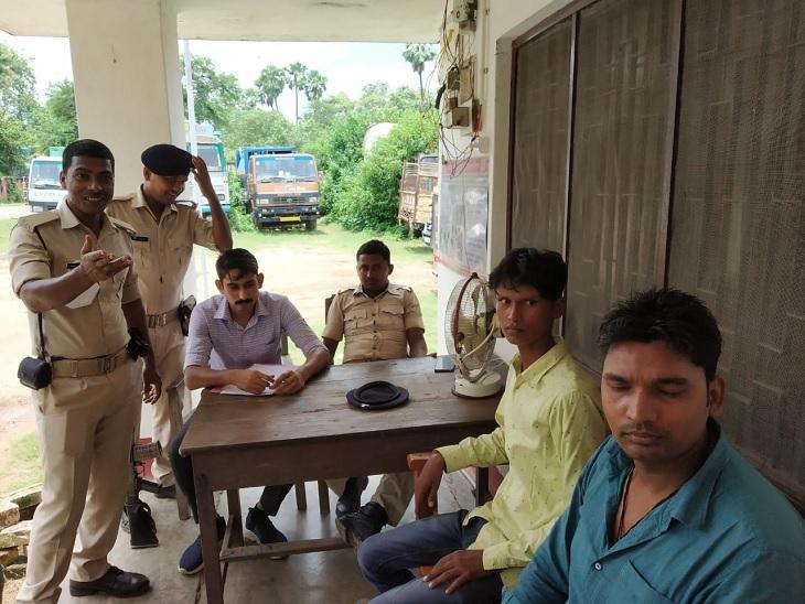 ई- रिक्शा से भाई के साथ जा रहा था पीड़ित, पीछे से आए नकाबपोश और बंदूक की नोक पर ले गए 5 लाख रुपए बिहारशरीफ,Bihar Sharif - Dainik Bhaskar