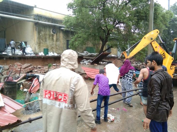 बरसात से ढाबे पर चाय पी रहे मजदूरों पर गिरी दीवार, सभी को मलबे से बाहर निकाला, दो गंभीर|जयपुर,Jaipur - Dainik Bhaskar