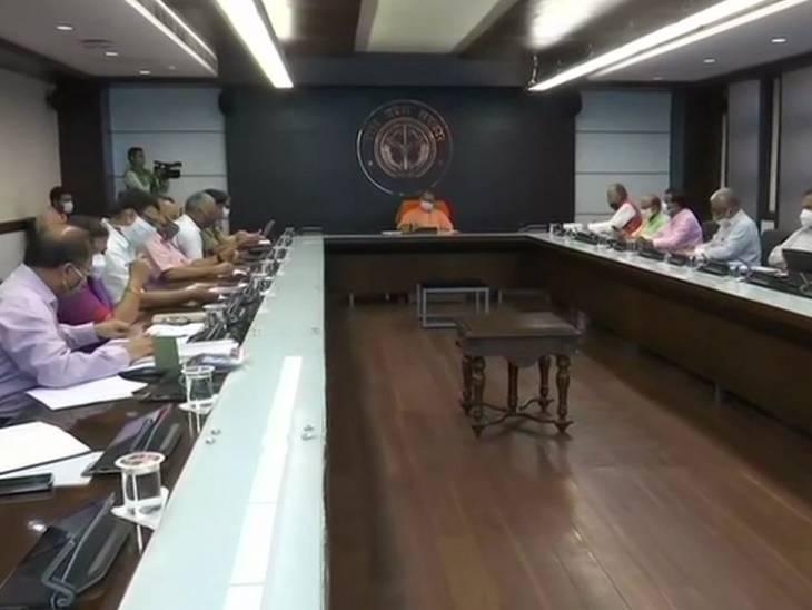 सीएम योगी ने सुबह टीम-9 की बैठक में स्कूल-कॉलेजों को खोलने का निर्देश दिया।