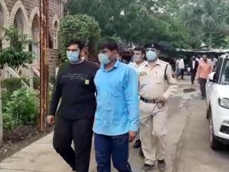 रतलाम पुलिस ने जहरीली शराब के अन्तर्राज्यीय गिरोह का किया खुलासा, सोहनगढ़ गांव में रविवार को पकड़ाई थी अवैध शराब बनाने की फैक्ट्री|रतलाम,Ratlam - Dainik Bhaskar