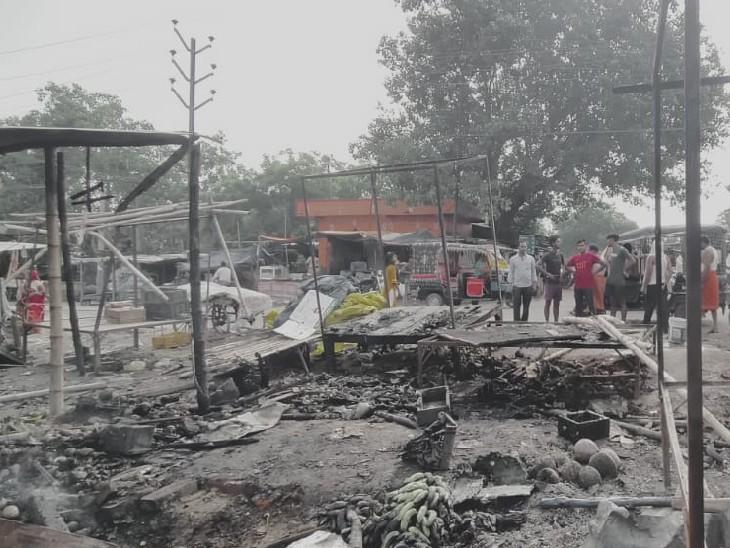 पटना में अगलगी में जलकर राख हुईं लगभग एक दर्जन दुकानें, लोग कर रहे मुआवजे की मांग पटना,Patna - Dainik Bhaskar