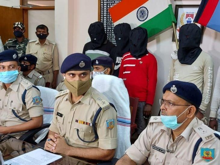 SSP ने सोमवार को प्रेस कांफ्रेंस में मामले की जानकारी दी। इस दौरान SIT की पूरी टीम मौजूद थी। - Dainik Bhaskar