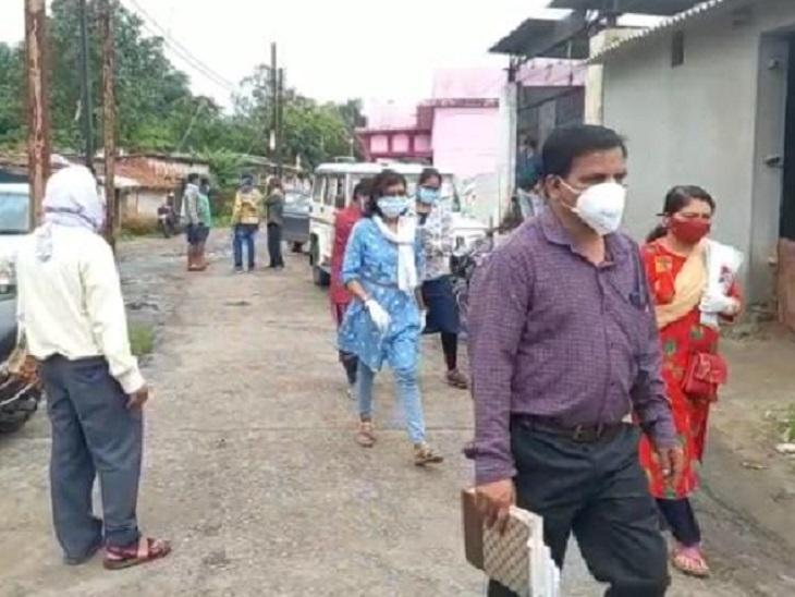 कोरबा में मोहल्ला क्लास के 8 और बलरामपुर में 1 छात्र संक्रमित; सभी की उम्र 9 से 14 साल|छत्तीसगढ़,Chhattisgarh - Dainik Bhaskar