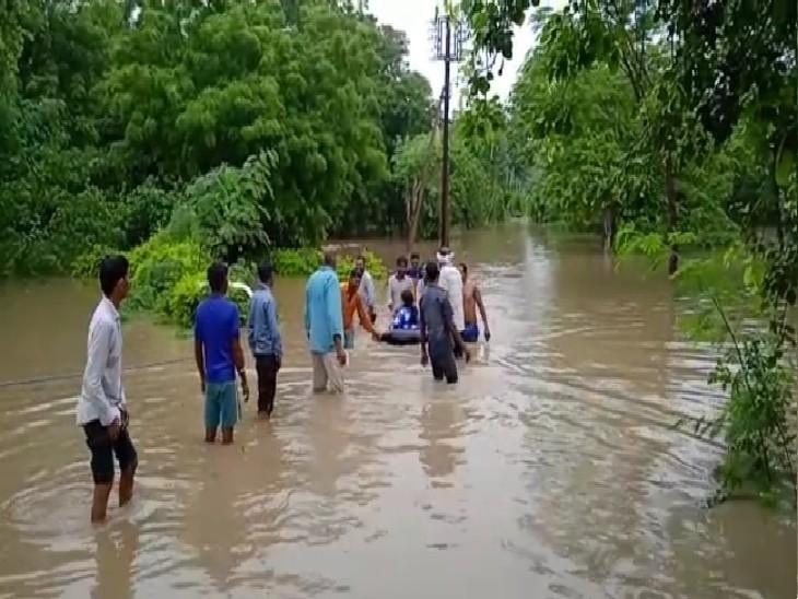20 से ज्यादा गांव बाढ़ में घिरे, एक को खाली कराया; रपटे पर फंसी बस बचाई गई, हरसी से 3 लाख क्यूसेक पानी छोड़ने से बिगड़े हालात ग्वालियर,Gwalior - Dainik Bhaskar